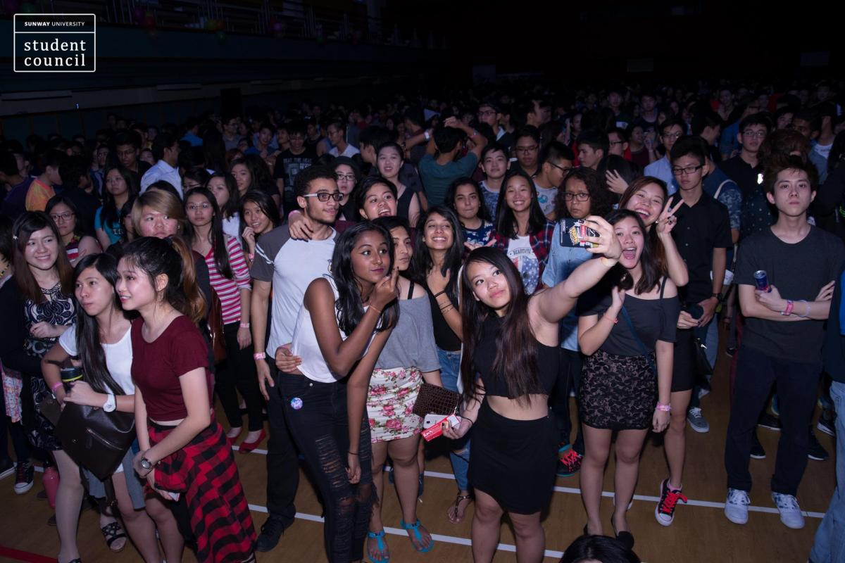 Colourfest – Freshies' Night 2015